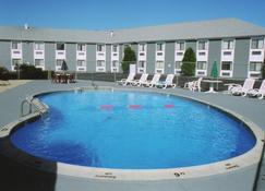 Ambassador Inn & Suites - South Yarmouth - Basen