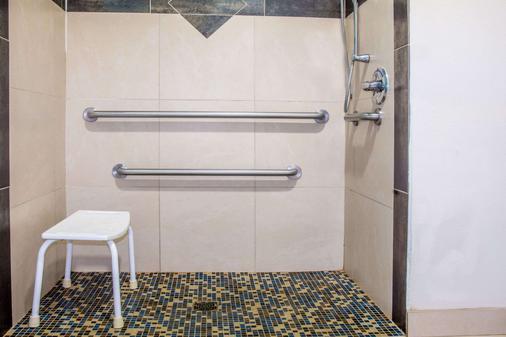 Days Inn Humble - Humble - Bathroom
