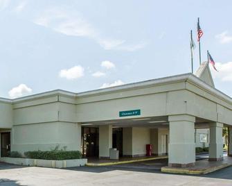 Quality Inn & Suites - Waycross - Building