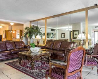 Quality Inn & Suites - Waycross - Wohnzimmer