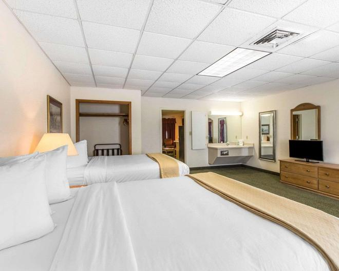Quality Inn & Suites - Waycross - Bedroom