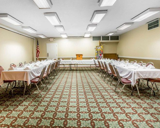 Quality Inn & Suites - Waycross - Banquet hall
