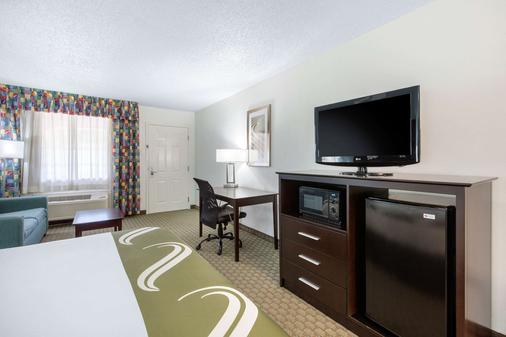 Quality Inn - Clute - Schlafzimmer