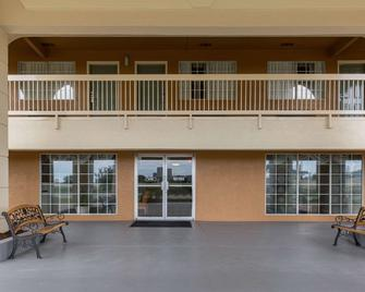 Quality Inn Clute Freeport - Clute - Building