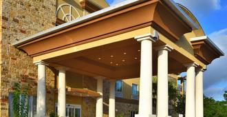 Holiday Inn Express & Suites Fredericksburg - Fredericksburg - Edificio