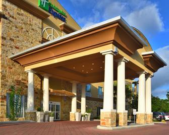 Holiday Inn Express & Suites Fredericksburg - Fredericksburg