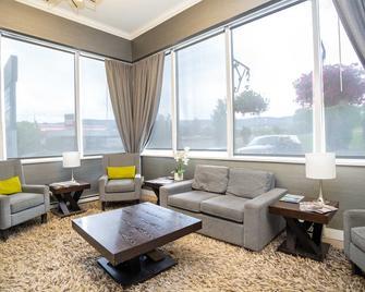 Sandman Hotel & Suites Williams Lake - Williams Lake - Wohnzimmer
