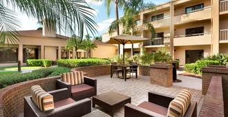 Courtyard by Marriott Fort Myers Cape Coral - Fort Myers - Uteplats