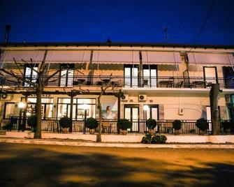 Hotel Anixis - Loutra Ypatis - Building