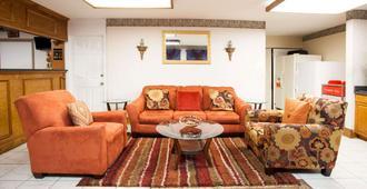 Days Inn by Wyndham Covington - Covington - Living room