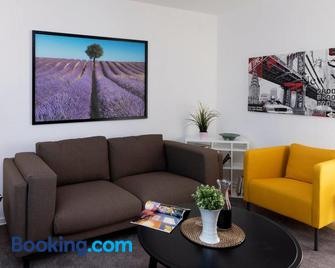 Talblick Appartement in traumhafter Lage! - Heppenheim - Living room