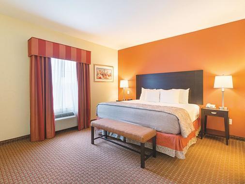 La Quinta Inn & Suites by Wyndham Houston East at Normandy - Houston - Bedroom