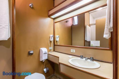 Hotel Tibagi - Curitiba - Bathroom