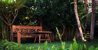El Homestay Bali - South Kuta - Patio