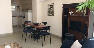 Blueroom & Grether Apartment - Havana - Dining room