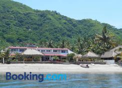 Silver Fern Beach Retreat - Tawun - Building