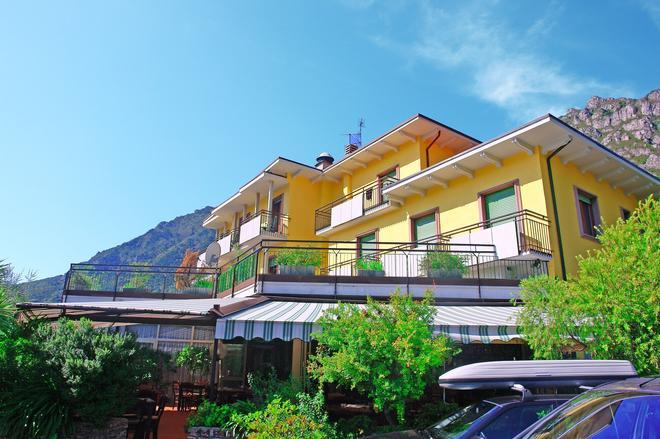 里莫尼飯店 - 加達 - 建築