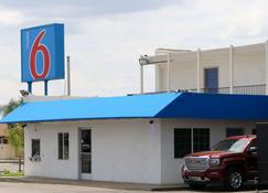 Motel 6 Delano Ca - Delano - Building