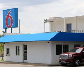 Motel 6 Delano, CA - Delano - Building