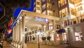 Radisson Blu Le Vendome Hotel - Cape Town - Building