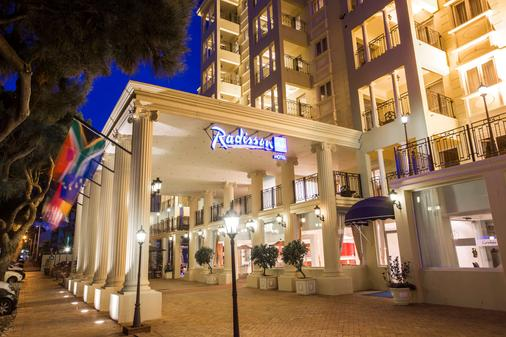 Radisson Blu Le Vendome Hotel - Cape Town - Building