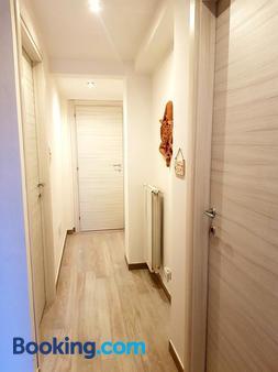 Bed & Breakfast Triskeles - Giardini Naxos - Hallway