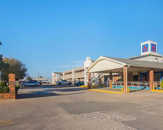 Motel 6 Lawton, OK - Лотон - Building