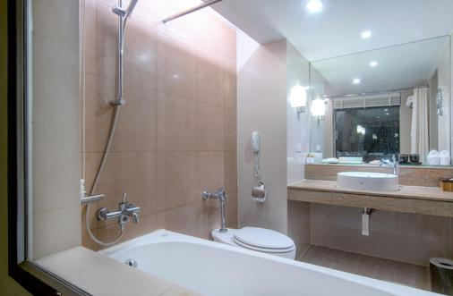 Siam Bayshore Resort Pattaya - Pattaya - Bathroom
