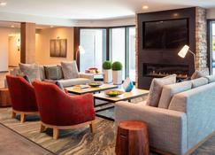 Fairfield by Marriott Inn & Suites Providence Airport Warwick - Warwick - Living room