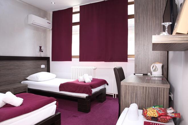 Side One Design Hotel - Belgrad - Schlafzimmer