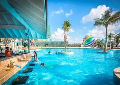 Beach Rotana - Abu Dhabi - Abu Dhabi - Pool