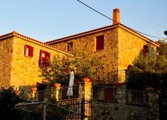 Stonehouses Lemnos - Myrina - Edificio