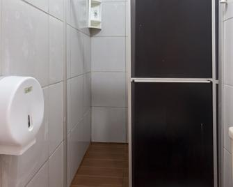 OYO Hotel Br - Porto Velho - Bathroom
