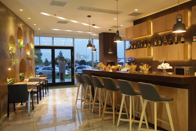 Best Western Premier Ark Hotel - Τίρανα - Bar