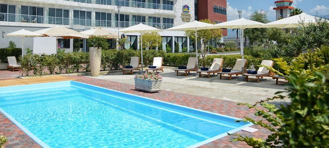 Best Western Premier Ark Hotel - Τίρανα - Πισίνα