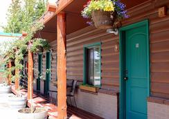 Moose Creek Inn - West Yellowstone - Außenansicht