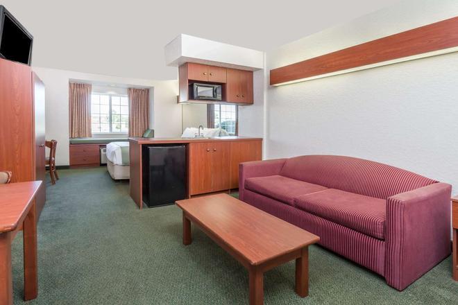 Microtel Inn & Suites by Wyndham Marianna - Marianna - Sala de estar