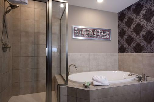 The Giacomo, an Ascend Hotel Collection Member - Niagara Falls - Bathroom