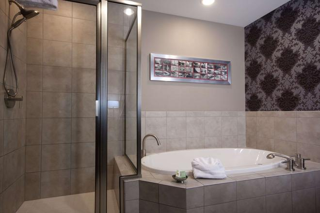 The Giacomo Ascend Hotel Collection - Niagara Falls - Bathroom