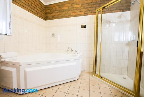 Sportslander Motor Inn - Moama - Bathroom