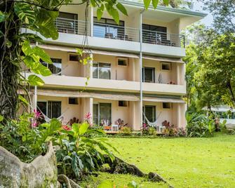 Karahe Beach Hotel - Manuel Antonio - Building
