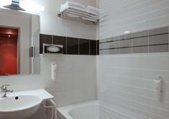The Originals City, Hôtel Ascotel, Lille Est Grand Stade (Inter-Hotel) - Villeneuve-d'Ascq - Bathroom