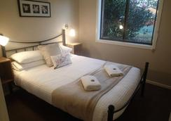 Dungowan Waterfront Apartments - Vincentia - Bedroom