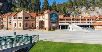 Quality Inn Keystone near Mount Rushmore - Keystone - Building