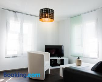 Sandras Flat - Giswil - Wohnzimmer
