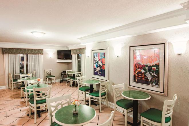 La Quinta Inn by Wyndham Indianapolis Airport Lynhurst - Ιντιανάπολη - Εστιατόριο