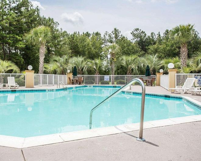 Comfort Inn and Suites Walterboro I-95 - Walterboro - Pool