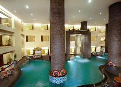 Aston Samarinda Hotel and Convention Center - Samarinda - Zwembad