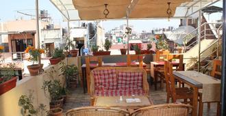 The Glasshouse Hotel & Hostel - Κατμαντού - Εστιατόριο