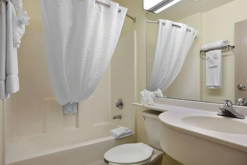 Microtel Inn & Suites by Wyndham Palm Coast - Palm Coast - Bathroom
